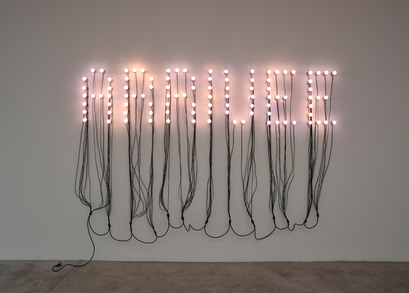 Christian Boltanski, Arrival (Arrivée), 2015. 99 blue light bulbs, electric wire, 190 x 305 x 65 cm © Christian Boltanski