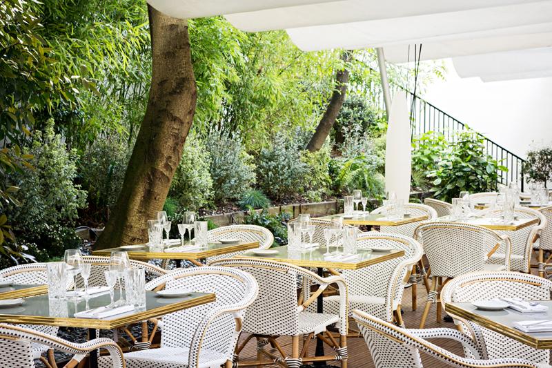 Le patio verdoyant de Flora Danica et Copenhague, 75008 Paris