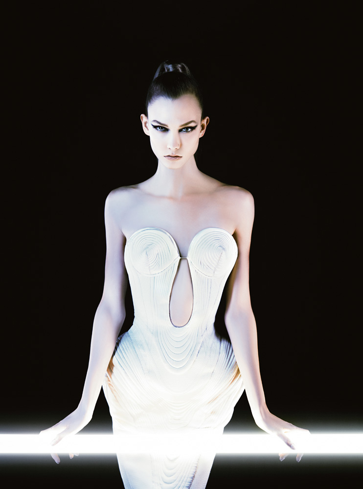 Numéro #131 Mars 2012. Mannequin : Karlie Klaus en Gaultier Paris. Make up : Peter Philips. Hair : David Malllett.