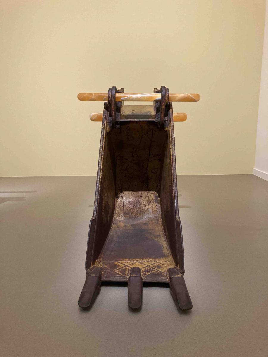 Vue de l'exposition. Détail de l'installation de Cyprien Gaillard.
