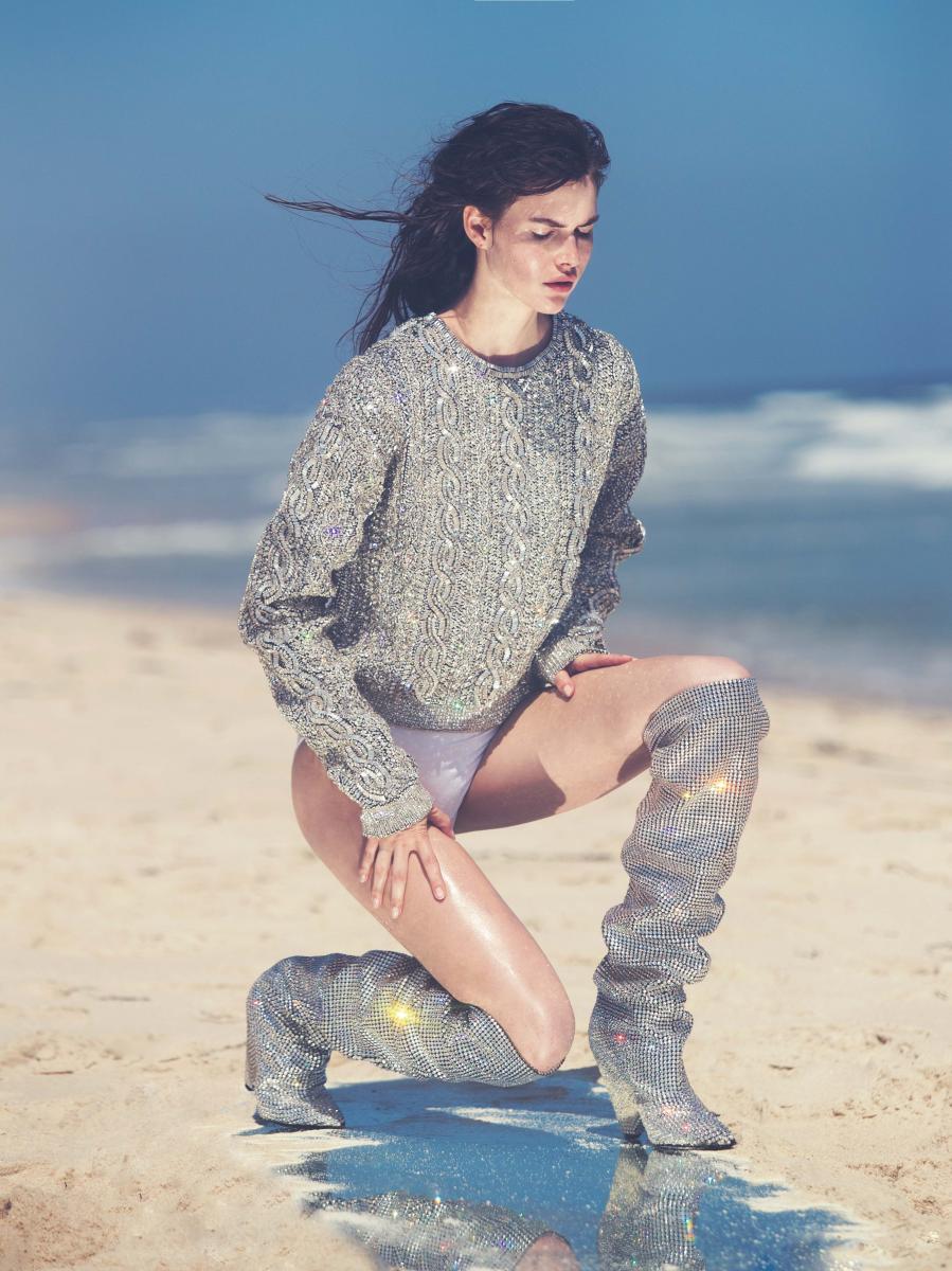 Top and boots, SAINT LAURENT PAR ANTHONY VACCARELLO. Underwear, INTIMISSIMI.