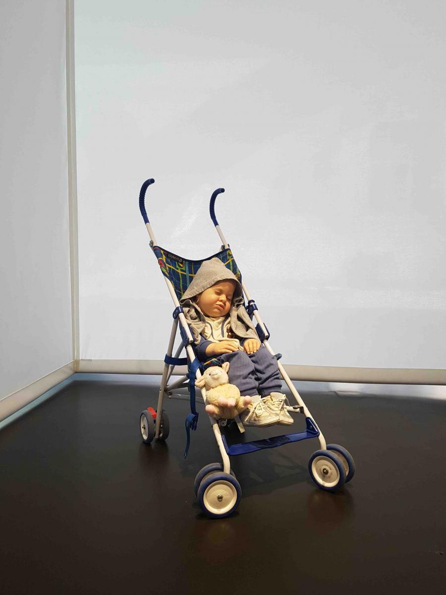 Baby in Stroller (1995) de Duane Hanson. Photo Numéro.