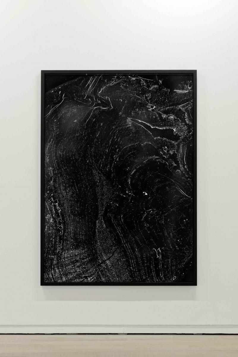 Pétrographie (2015), tirages argentiques,172 x 125 cm chacun (encadré).Avec l'aimable collaborationde Sophie Verheyden, chercheuse au Laboratoire terre et histoire de la vie, Institut royal des sciences naturelles de Belgique.