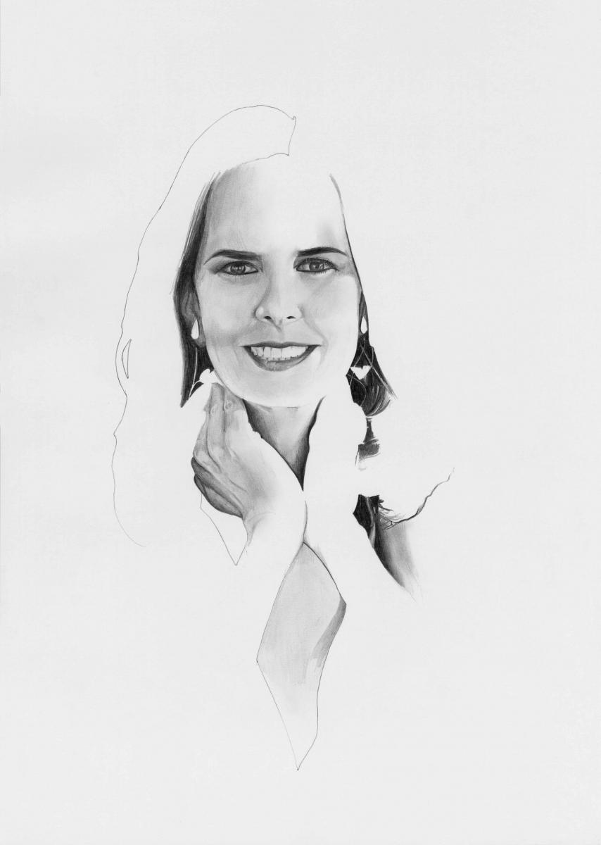 """Solita Mishaan et une œuvre de l'artiste Oscar Muñoz, présente dans sa collection, intitulée """"Juego de las probabilidades"""" (2007)."""