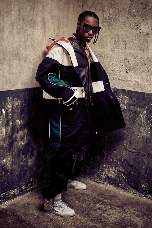 Bloody Osiris :Parka, VALENTINO. Chemise, EDITION MR. Veste, BOYHOOD. Pantalon,SADAK. Baskets NIKE X OFF-WHITE
