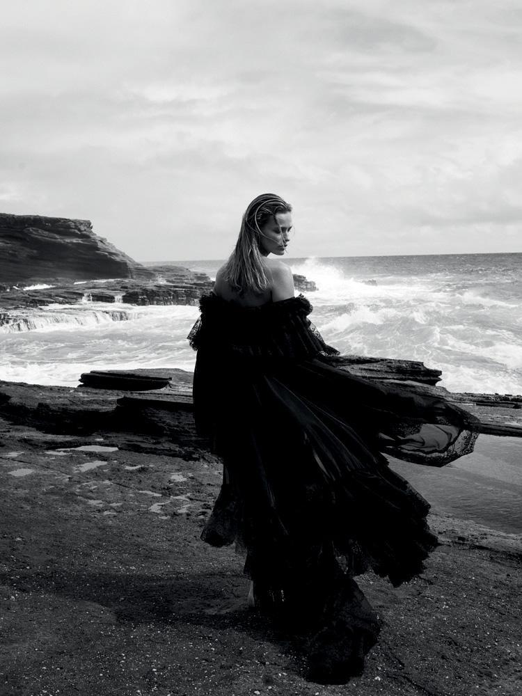 Longue robe à volants en dentelle et soie,BALENCIAGA.