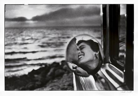 California Kiss, par Elliott Erwitt, 1955.  © Artcurial