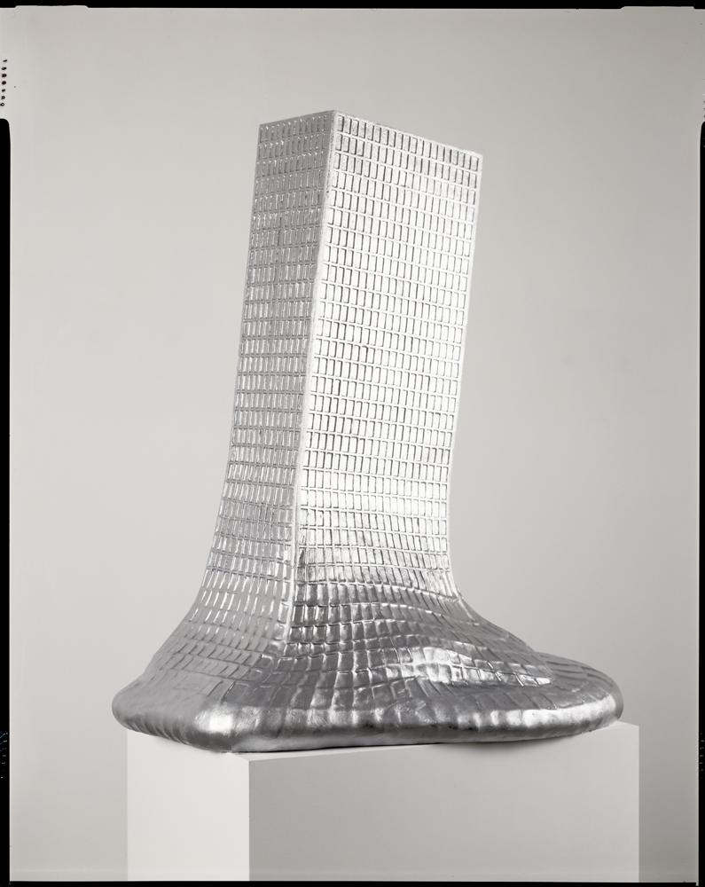Erwin Wurm,Mies van der Rohe – melting, 2005-2008, Résine, 110 x 73x 92 cm. Photo : Vincent Everarts /© ADAGP, Paris, 2019