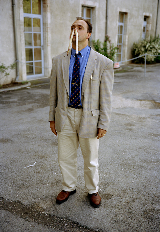 """Erwin Wurm, """"The Bank Manager in Front of his Bank""""(Cahors) (1999). C-print,120 x 80 cm© Erwin Wurm"""