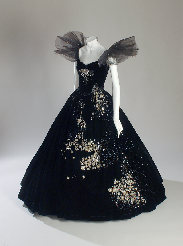 "Adrian, robe portée par Greta Garbo in Camille, 1936, USA, cadeau de Metro-Goldwyn-Mayer, Inc. 70.8.22. Exposition ""Adrian""(1971)"