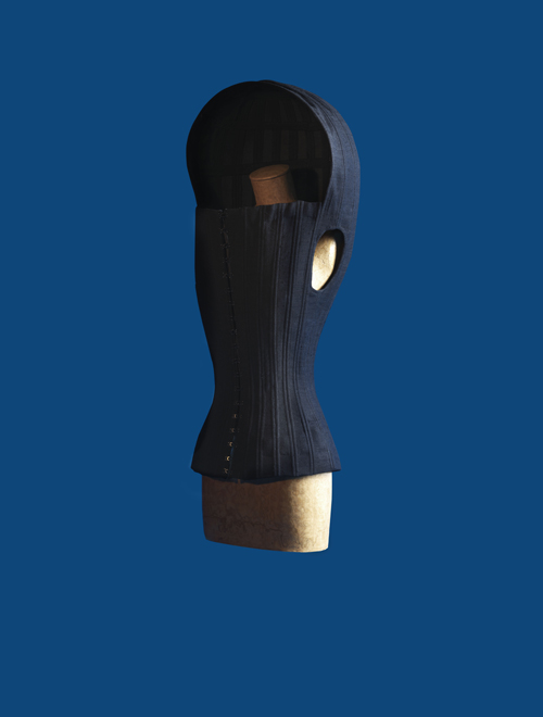 """Olivier Theyskens, corset """"cocon"""" en lin baleiné et agrafes,automne-hiver 1999-2000.Crédits photo : Julien Claessens et Thomas Deschamps"""