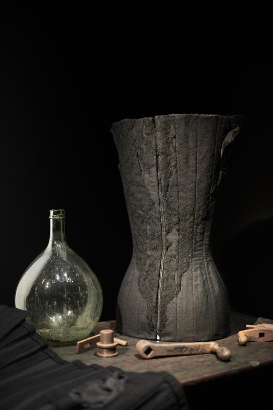 """Vue de l'exposition """"Olivier Theyskens : In praesentia"""", Cité de la dentelle et de la mode, Calais (2019)."""