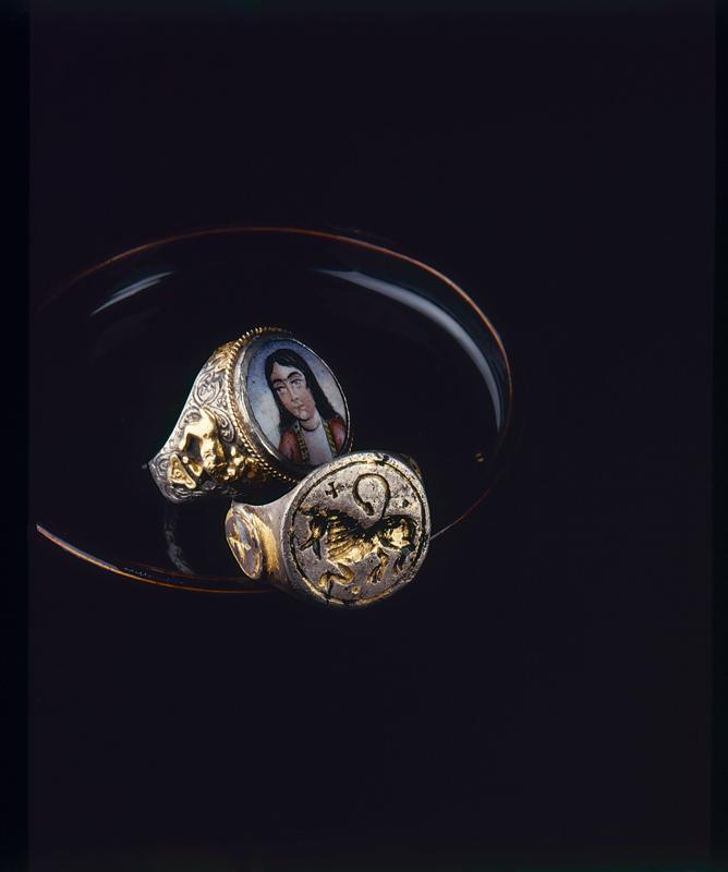 Pièces de la collection Yves Gastou photographiées par Arnaud Carpentier.