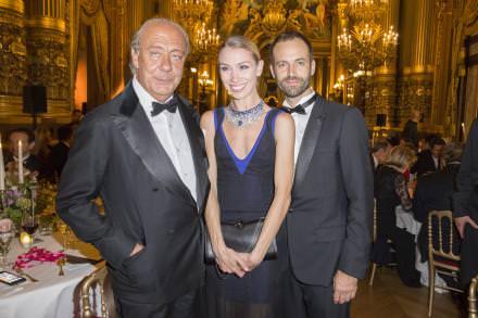 Fawaz Gruosi,Eleonora Abagnato portant un collier haute joaillerie de Grisogono spécialement créé par la maisonpour l'Opéra de Paris, et Benjamin Millepied