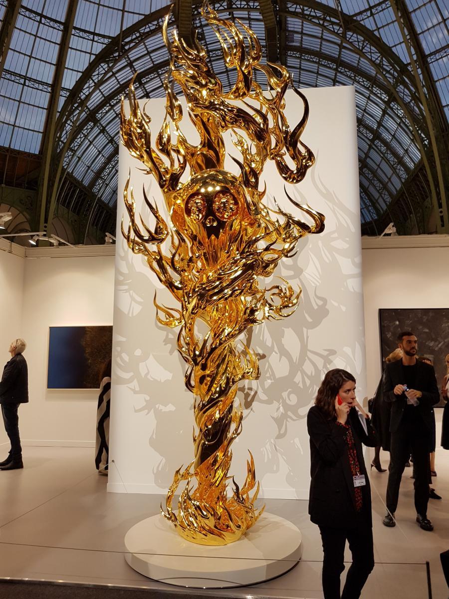 Takashi Murakami, Flame of Desire – Gold, 2013-2015 Fibre de carbone, peinture à l'uréthane, feuille d'or, base de corian 498,4 x 188,6 x 183,1 cm