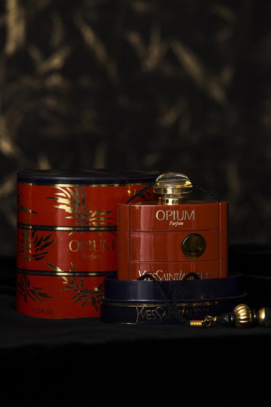Flacon du parfum Opium, Musée Yves Saint Laurent Paris © Yves Saint Laurent - Sophie Carre
