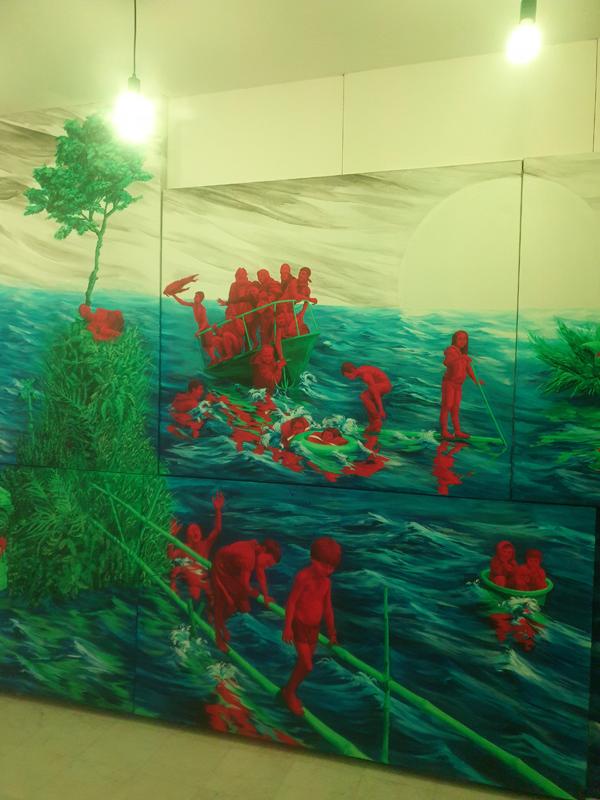 L'artiste Liu Wa, par exemple, propose de faire l'expérience de ses grandes fresques murales à l'aide d'un casque à ondes cérébrales.