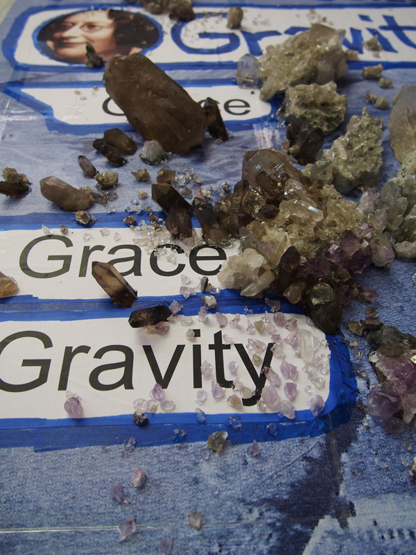"""Thomas Hirschhorn, """"Gravity and Grace (Chat-Poster)"""" (2020). Détail."""
