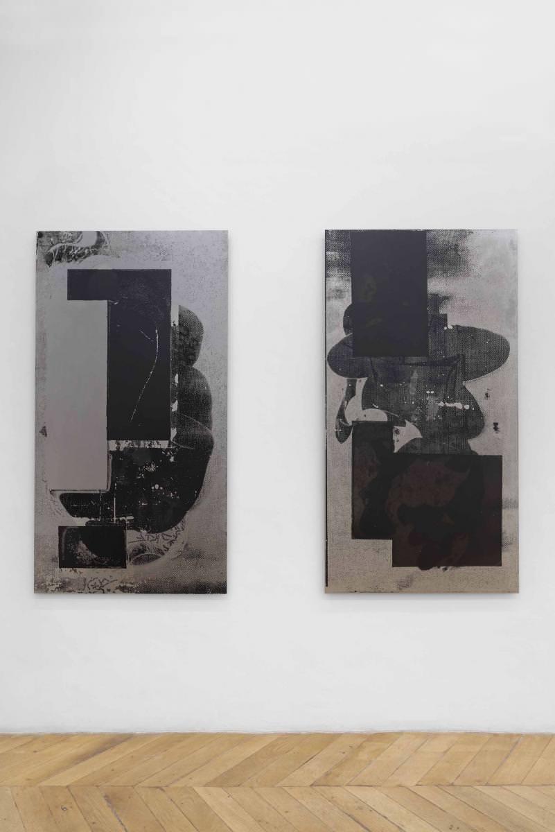Misha Hollenbach, à gauche :DM I(2016), sérigraphie surmétal, 160 x 85 cm. À droite :DM II(2016), sérigraphiesur métal, 160 x 85 cm. Courtesy of the artist andAllen Gallery, Paris, France. Photo : Aurélien Mole.