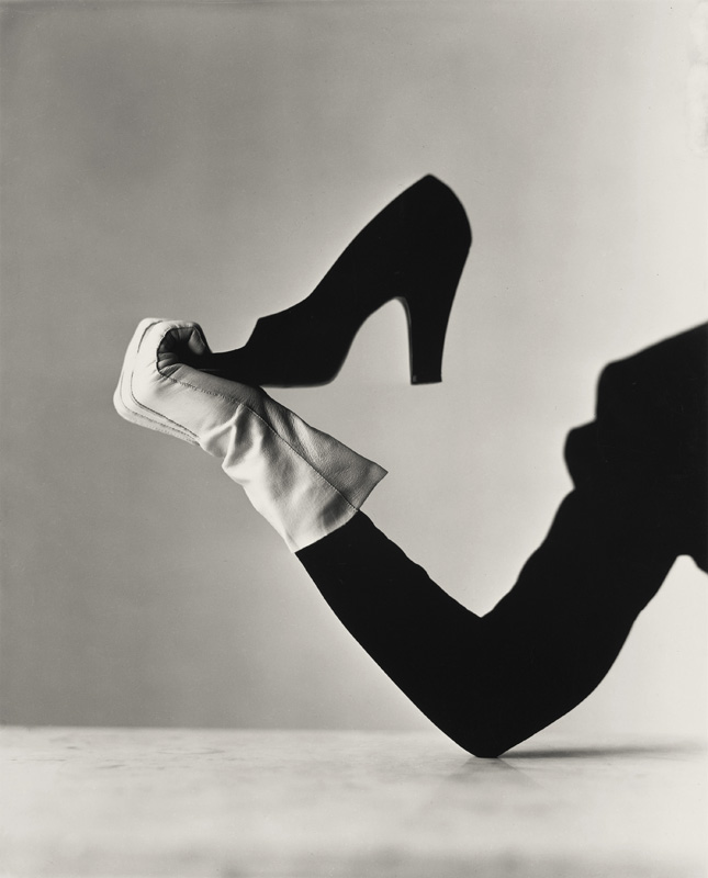Glove and Shoe, New York, 1947. Épreuve gélatino-argentique, 24,4 x 19,7 cm.