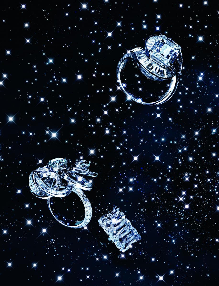 """De haut en bas : bague en or blanc et diamants. Bague """"Inspired by Twombly Floral"""" en or blanc et diamants. Bague """"Inspired by Twombly Classic"""" en or blanc et diamants, GRAFF."""
