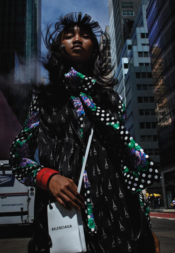 Robe imprimée et blouse en crêpe de soie, foulard, bracelet et sac, BALENCIAGA