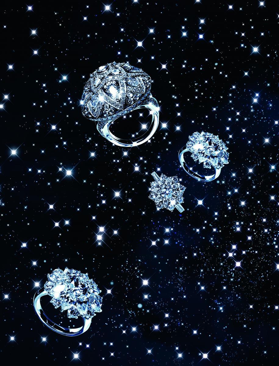 """De haut en bas : bague """"Lotus"""" en platine et diamants. Bagues """"Lotus Cluster"""" en platine et diamants, HARRY WINSTON."""