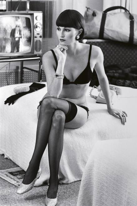 Vivane F. at the Hotel Volney, New York, par Helmut Newton, 1972. Collection Amedeo M. Turello. © Artcurial