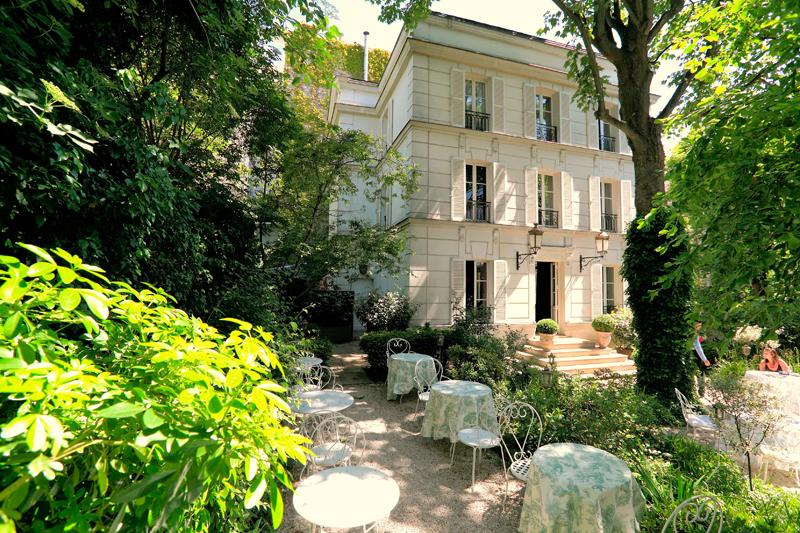 Le jardin de l'Hôtel Particulier Montmartre, 75018 Paris.