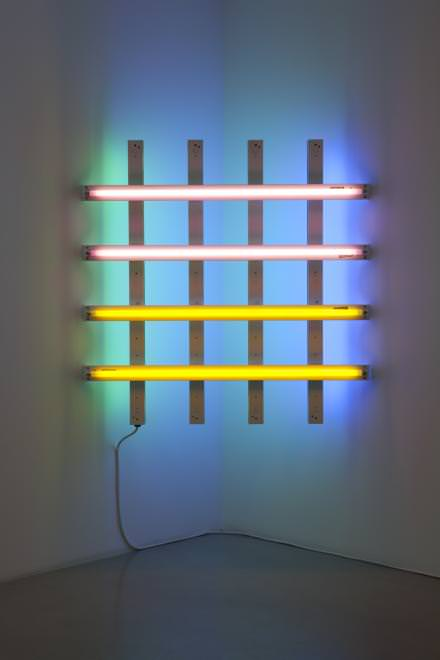 Dan Flavin, untitled (in Honor of Harold Joachim) 2, 1977, tubes fluorescents : rose, jaune, bleu et vert, 122 x 122 cm, Collection FRAC Nord-Pas-De-Calais, Dunkerque, France © Dan Flavin ADAGP, Paris 2015 © Photo. Fabrice Seixas Collection FRAC Nord-Pas de Calais Courtesy the artist