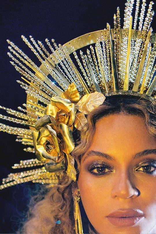 Beyoncé porte Peter Dundas etHouse of Malakai lors de sa performance aux Grammys Awards, 2017.