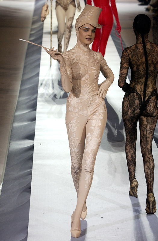 """Jean Paul Gaultier, collection """"Morphing"""",haute couture automne-hiver 2003-2004."""