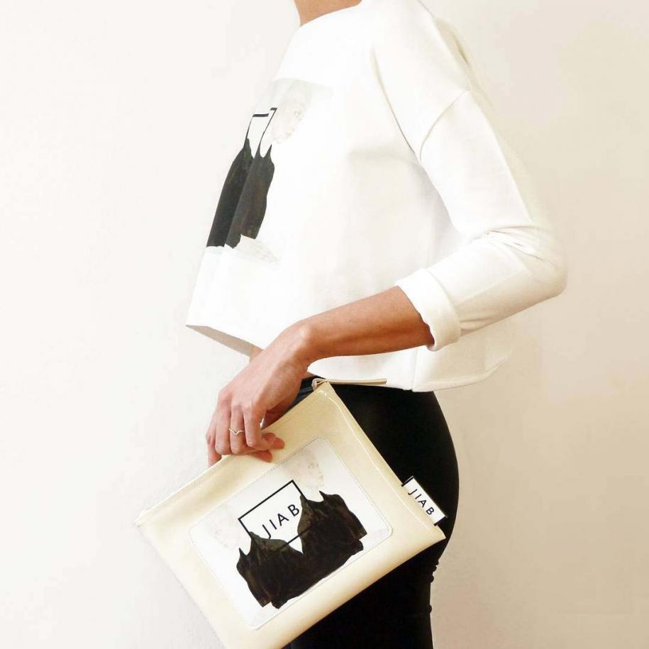 """JIAB, Crop sweater """"Heart"""" song sleeve orchid whiteet Clutch bag."""