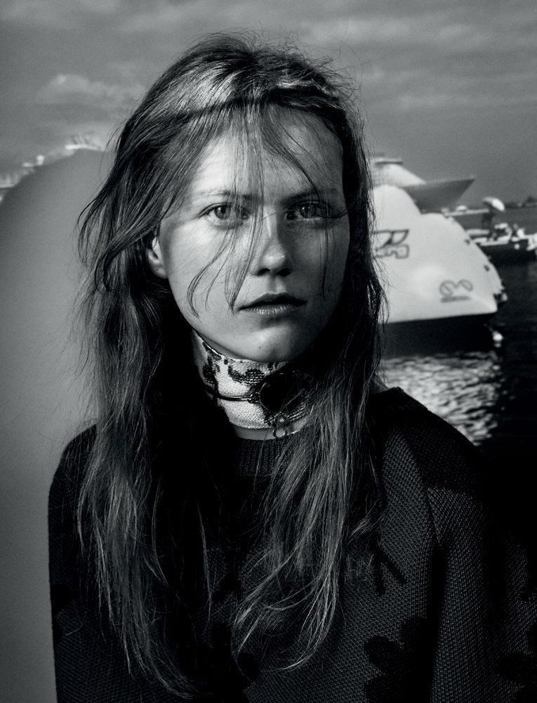 Exclusif : la série mode réalisée par l'artiste Julia Wachtel et Victor Demarchelier avec Julie Hoomans