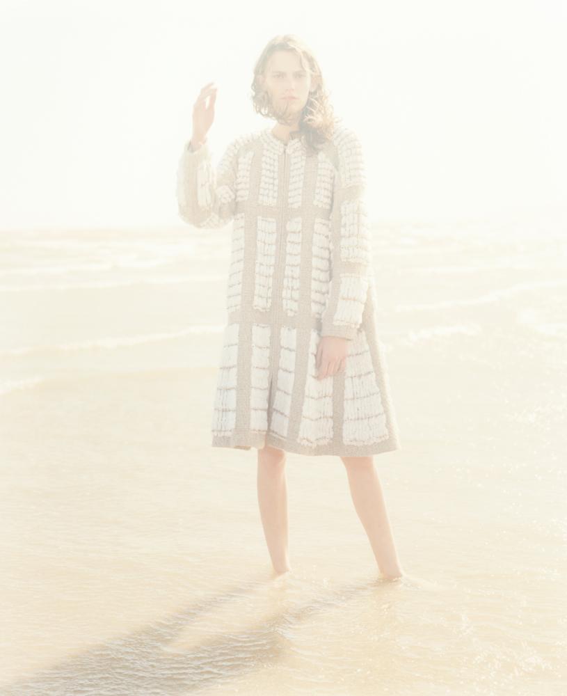 Manteau en tweed de laine brodé de perles, CHANEL.