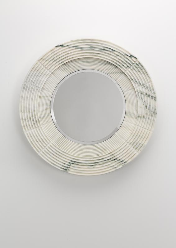 Untitled XI (2018) de Karl Lagerfeld, marbre blanc Arabescato. Courtesy ofCarpenters Workshop Gallery.