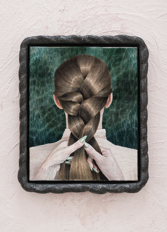 "Klára Hosnedlová,""Untitled"", série ""Seated Woman"", 2019. Broderie et cadre en terrazzo, 32,3 × 27 cm (avec cadre).© Klára Hosnedlová. Photo © Zdeněk Porcal."