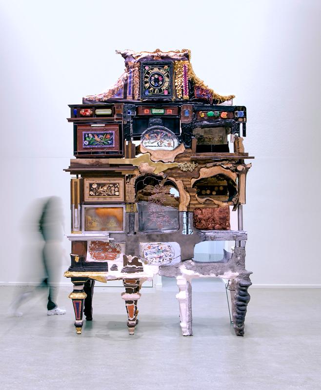 """Kostas Lambridis, """"The Elemental Cabinet"""", 2017. Minéraux, métaux, bois, plastiques et textiles, 223 × 103 × 340 cm. © Kostas Lambridis. Photo © Yen-An Chen.Kostas Lambridis, The Elemental Cabinet, 2017."""