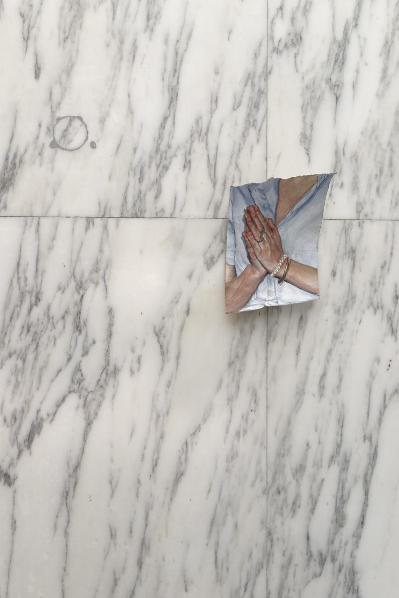 Louise Sartor, Pray(2016),gouache sur rouleau de papiertoilette, 15 x 9,5 cm. Courtesy Crèvecœur. Photo : Aurélien Mole.
