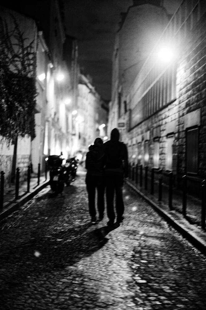 """""""Paris Dernière"""": les adresses sulfureuses de la capitale réunies dans un livre"""