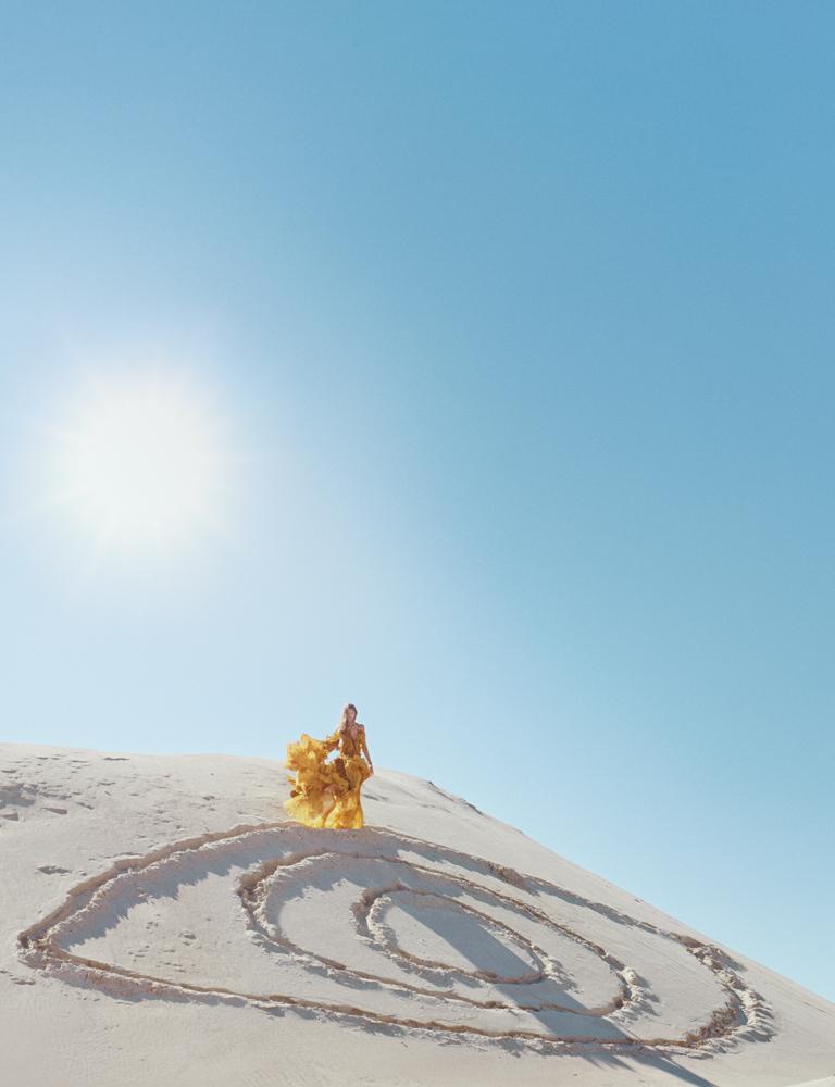 Robe longue à volants plissés en mousseline de soie, ROBERTO CAVALLI.