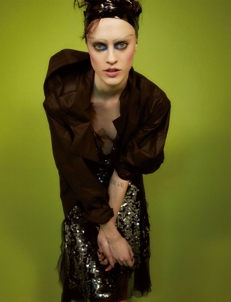 Manteau en organza de soie et robe en soie lavée rebrodée de sequins, LANVIN.
