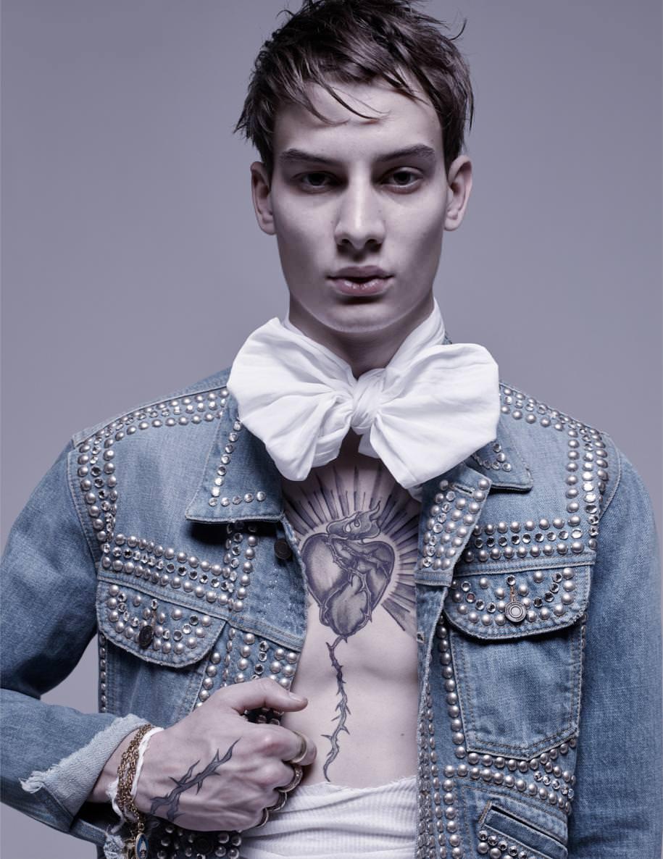 Blouse, SAINT LAURENT PAR HEDI SLIMANE. Bracelet and rings, DARY'S. Vintage ascot tie.