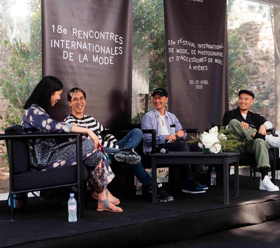 """Kevin Ma, fondateur d'Hypebeast et Caroline Issa lors de la conférence """"Progression"""" du manifeste #WeWonder organisé par Mercedes-Benz."""