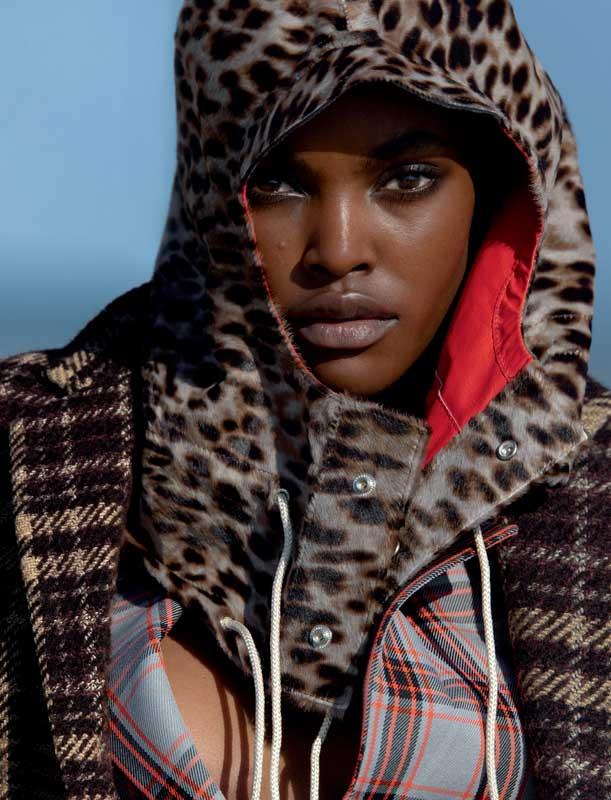 Manteau à carreaux, veste et jupe plissée en laine, et cagoule imprimée léopard, CALVIN KLEIN 205W39NYC.