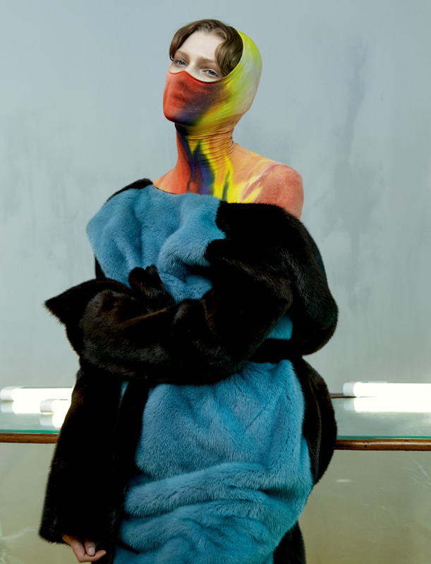 Manteau en vison bicolore et tunique en jersey tie and dye, CÉLINE.