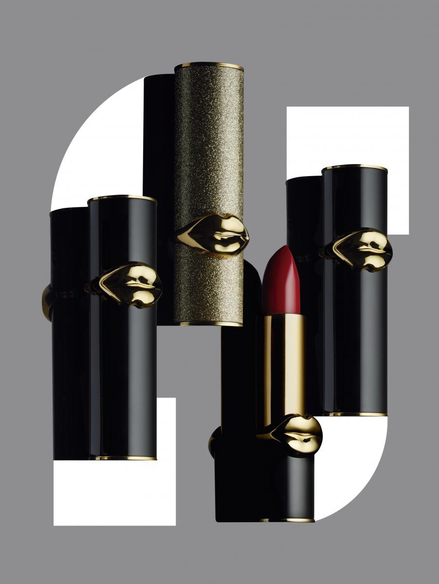 """L'immense make-up artist PatMcGrath propose deux collections derouges à lèvres, l'une à la texturec rémeuse et l'autre ultraréfléchissante. """"LuxeTrance Lipstick"""",no 416 tropicalia et """"BlitzTranceLipstick"""", PAT MCGRATH LABS. Envente à la boutique SephoraChampsÉlysées.À découvrir également, lenouveau gloss OpuLust au finiglamour pailleté."""