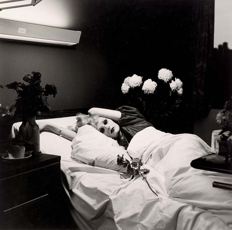 Candy Darling on her deathbed (1973). Tirage gélatino-argentique.