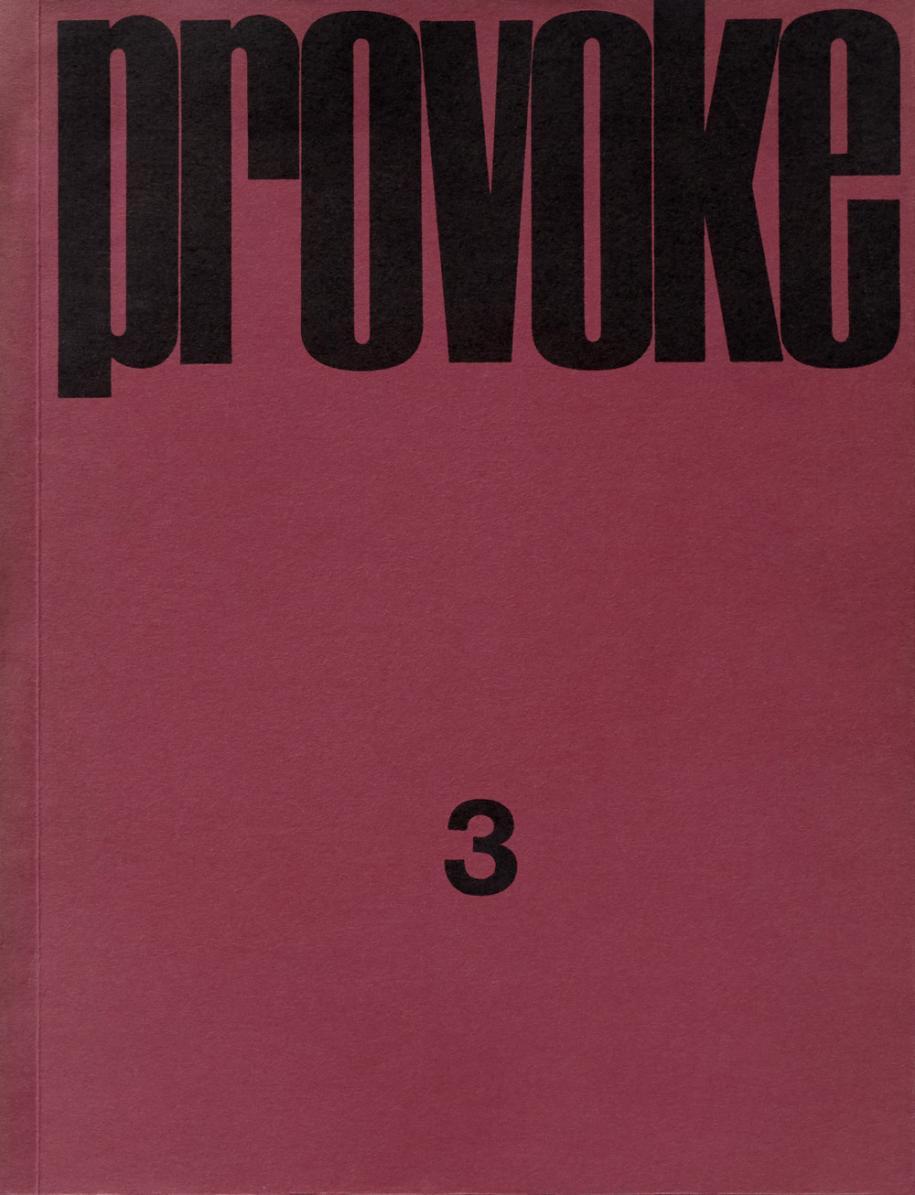 Provoke 3, cover, 1969. Credit: © Nakahira Takuma/ Moriyama Daido/Okada Takahiko/Takanashi Yutaka/Taki Kōji Private collection   La scénographie de l'exposition rend d'ailleurs bien compte de ce déplacement du regard, quicesse d'analyser pour mieux se laisser submerger par les visuels.Cette photographie n'a de sens que dans l'abstrait et le ressenti pur. Le contenu de la revue en lui-même est ainsi exposé de manière assez dense, chaque page étant alignée l'une à la suite de l'autre pour créer des blocs d'images au rendu très impactant. Certaines planches rappellent une succession d'images subliminales où règne pardessus toutcette esthétique de la confusion.Différentes citations des fondateurs de «Provoke» viennent éclairer ces créations commeKoji Taki qui précise ce questionnement du regard : «D'une certaine manière, nous qui tenons des appareils entre nos mains, nous nous interrogeons en permanence sur la signification de ce que nous «voyons», tout en aspirant à devenir des «yeux» nous-mêmes.»  La photographie devient une arme dont la volonté est de questionner l'ordre établi. Cette rébellion passe également par différentes pratiques performatives, où les artistes japonais -comme le collectif Hi-Red Center- envahissent l'espace public à travers des spectacles et manifestations immortalisés dans les pages de «Provoke». Une véritable contre-culture qui a fait de sa révolution un art et qui insuffle le temps d'une exposition et de ces 3 numéros légendaires sa fougue passée.  Exposition « Provoke. Entre contestation et performance : la photographie au Japon 1960-1975 », auBAL, 6, impasse de la Défense, Paris 18e. Jusqu'au 11 décembre.