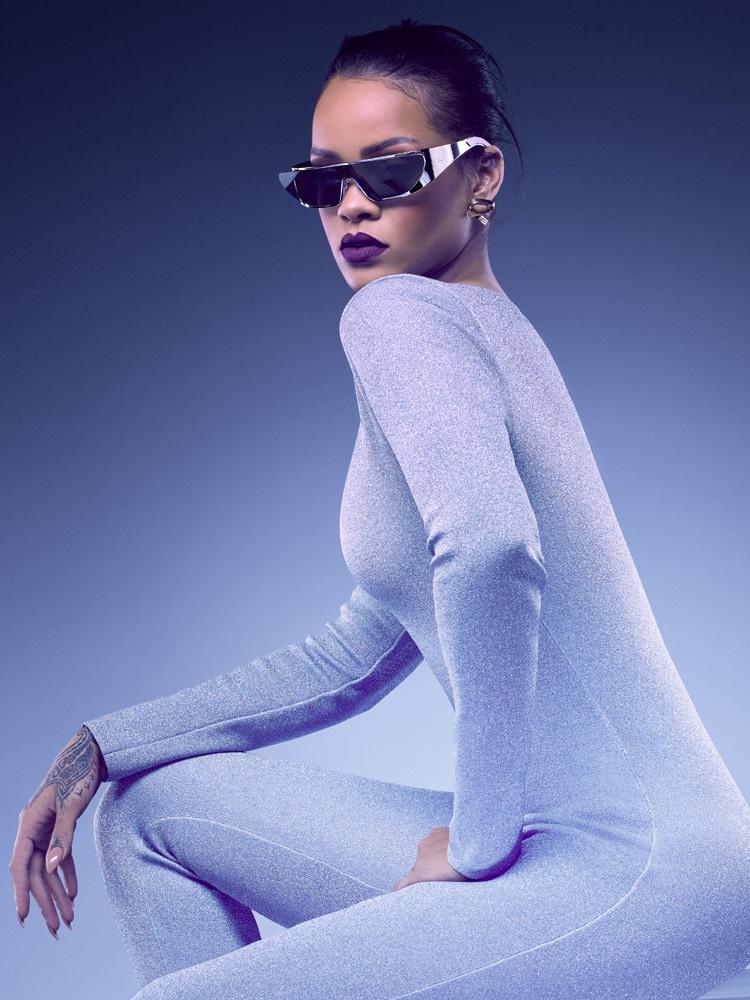 Les lunettes futuristes de Rihanna pour Dior